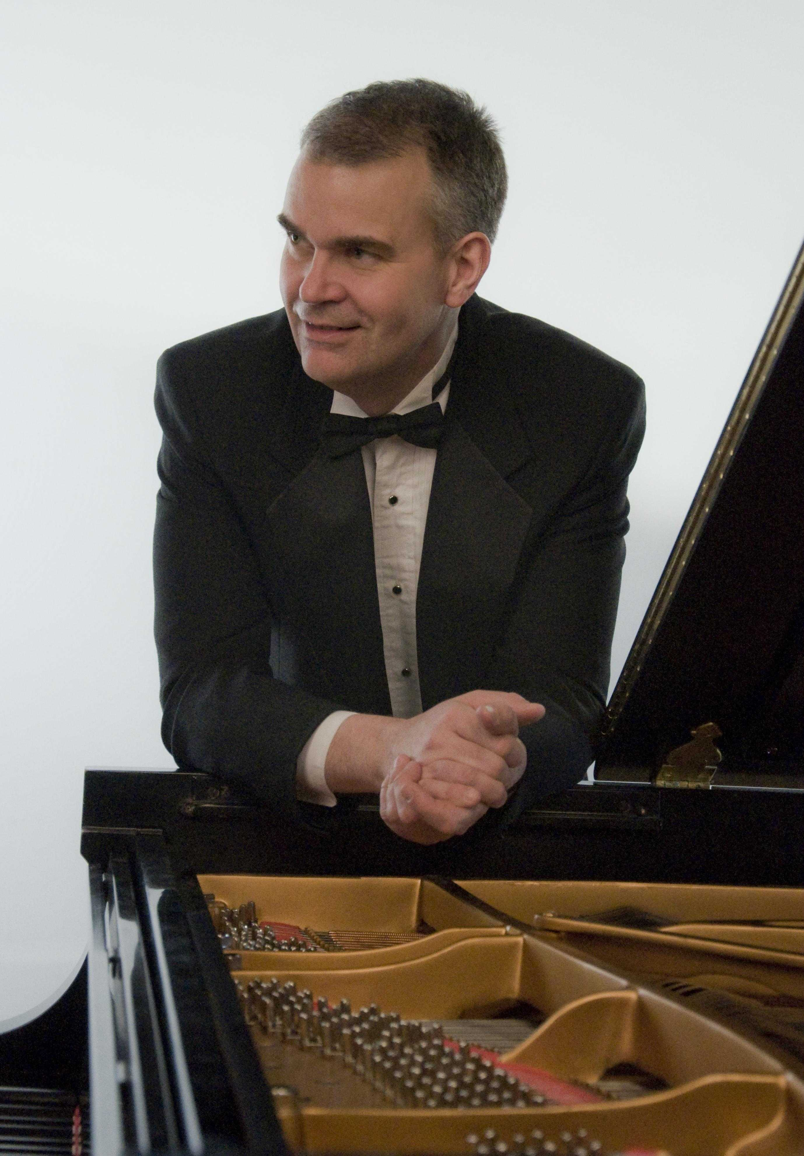 Robert Satterlee will be the first performer for the season.