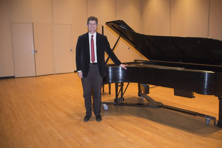 Nathan+Hess%2C+D.M.A.%2C+after+his+piano+recital+last+Wednesday.+