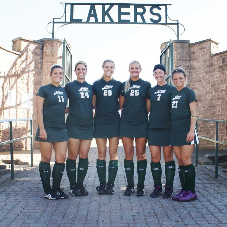 From+left%3A+seniors+Amanda+Frappolli%2C+Paige+Albright%2C+Taylor+Balser%2C+Jessica+David%2C+Katrina+Bruzda+and+Nicolette+Tomani.