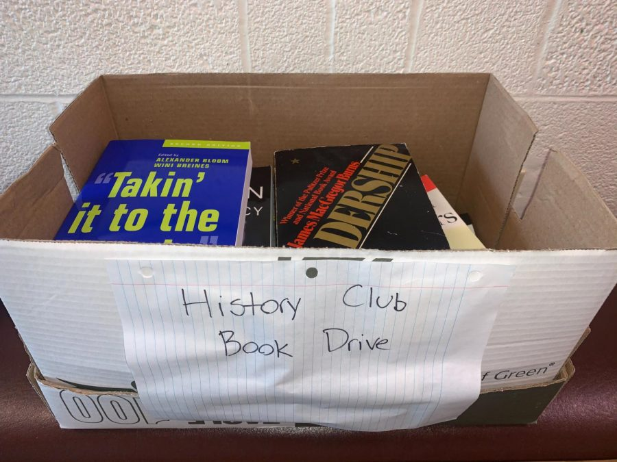 History+club+hosts+book+drive