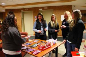 Casey Bleuel photo: Grad student Jenna Dascanio, left, gives out candy to students in Warde Hall during the Laker Live-In event.