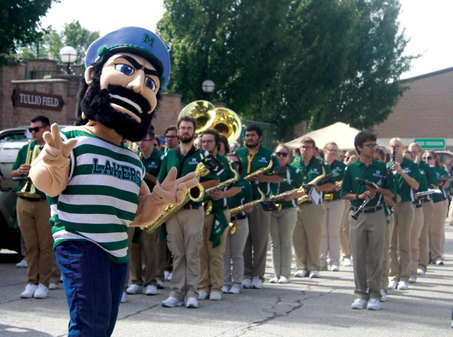 Luke+the+Laker+poses+with+the+Mercyhurst+band.