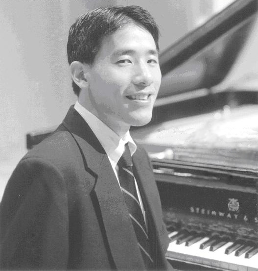 Gerald Lee, D.M.A., will end the 2016-17 season of the Roche Guest Artist Series on April 5.