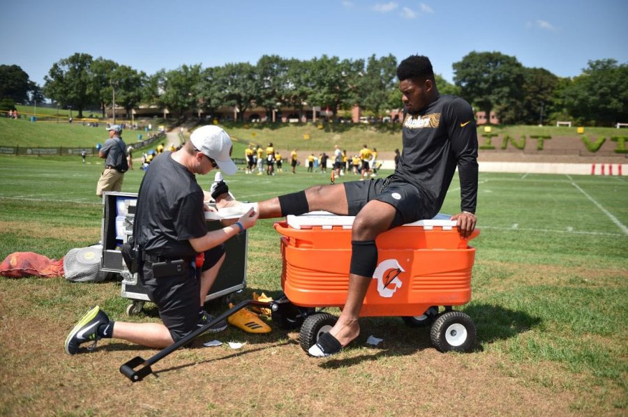 Athletic trainer Jeff Haft assists Pittsburgh Steelers wide receiver JuJu Smith-Schuster during camp.