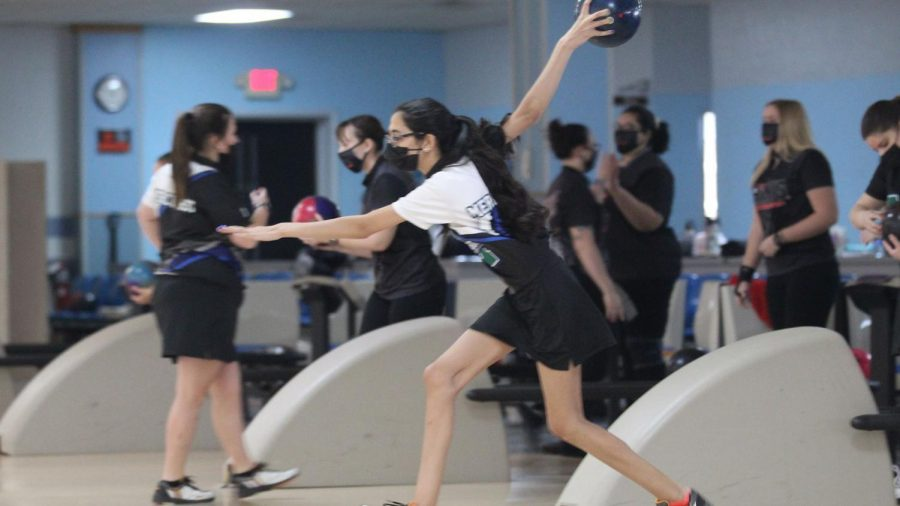 Women's bowling sweeps D'Youville 7-0