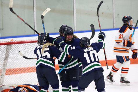 Womens hockey sweeps Syracuse 2-0