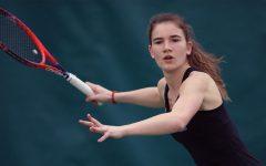 Women's tennis scores victory